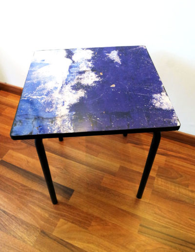 TABLE PHOTO BLEUE